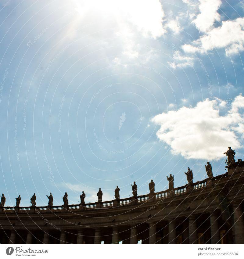 heilige Himmel Wolken Sonne Sommer Schönes Wetter Rom Italien Hauptstadt Kirche Dom Bauwerk Architektur Sehenswürdigkeit Petersplatz Petersdom alt Bogen Säule