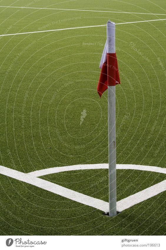 eckball Freude Freizeit & Hobby Spielen Fußball Fußballplatz Fußballstadion Ballsport Sport Fahne Linie Linienrichter Kunstrasen Sportrasen Sportplatz rot weiß