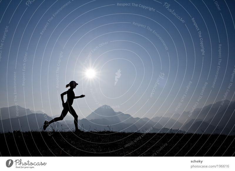 running morning Gesundheit Leben Sport Fitness Sport-Training Joggen Frau Erwachsene Landschaft Wiese Alpen Berge u. Gebirge laufen dünn blau Kraft Energie