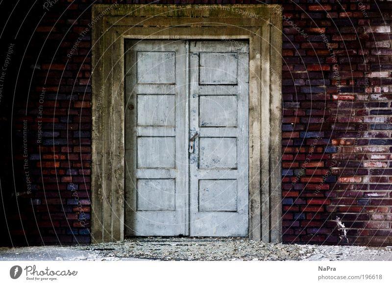 Closed! alt Haus dunkel Wand Holz Architektur Stein Mauer Tür Raum Wohnung Fassade Kultur Baustelle Fabrik