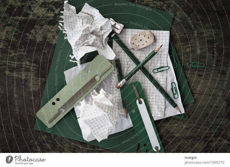 Chaos auf dem Schreibtisch Arbeit & Erwerbstätigkeit Beruf Büroarbeit Kapitalwirtschaft Geldinstitut Business schreiben grün weiß Schreibwaren Schreibstift