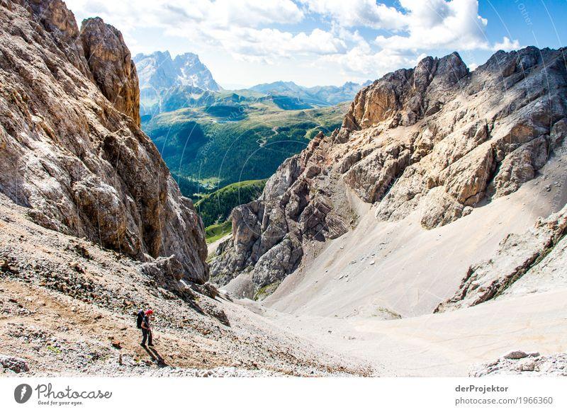 Wandern mit Panorama in den Dolomiten Zentralperspektive Starke Tiefenschärfe Sonnenstrahlen Sonnenlicht Lichterscheinung Silhouette Kontrast Schatten Tag