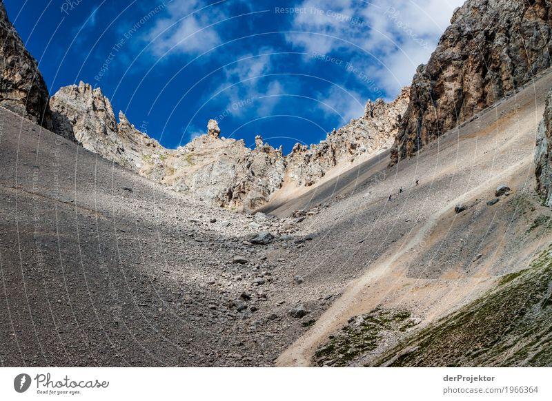Wolkenschatten in den Dolomiten Zentralperspektive Starke Tiefenschärfe Sonnenstrahlen Sonnenlicht Lichterscheinung Silhouette Kontrast Schatten Tag