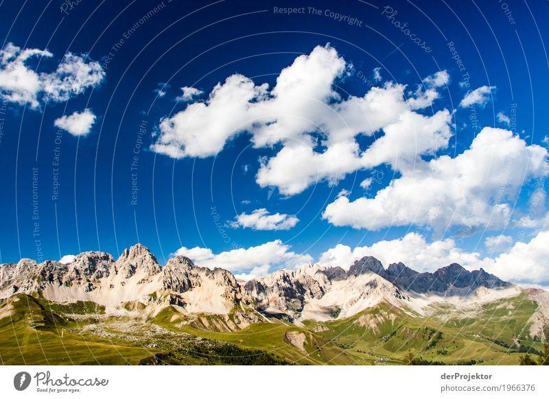 Wolken und Schatten in den Dolomiten IV Zentralperspektive Starke Tiefenschärfe Sonnenstrahlen Sonnenlicht Lichterscheinung Silhouette Kontrast Tag