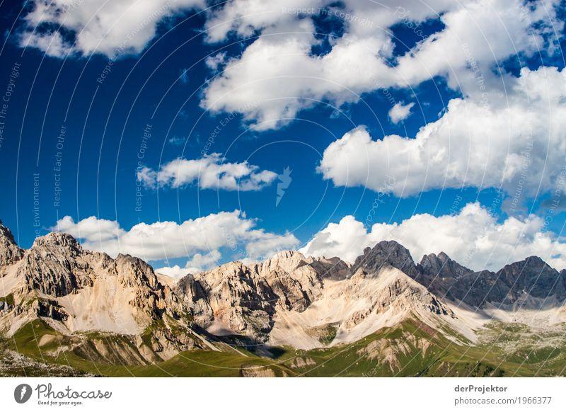 Wolken und Schatten in den Dolomiten II Zentralperspektive Starke Tiefenschärfe Sonnenstrahlen Sonnenlicht Lichterscheinung Silhouette Kontrast Tag