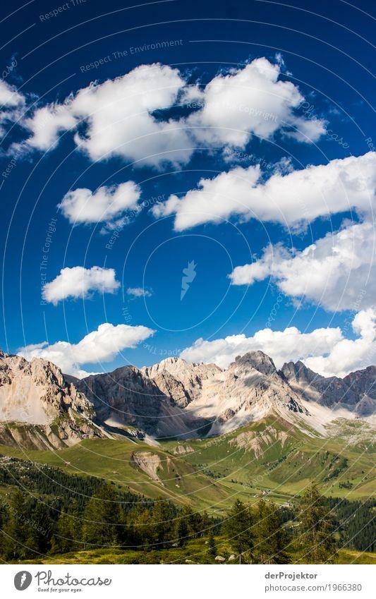 Wolken und Schatten in den Dolomiten III Zentralperspektive Starke Tiefenschärfe Sonnenstrahlen Sonnenlicht Lichterscheinung Silhouette Kontrast Tag