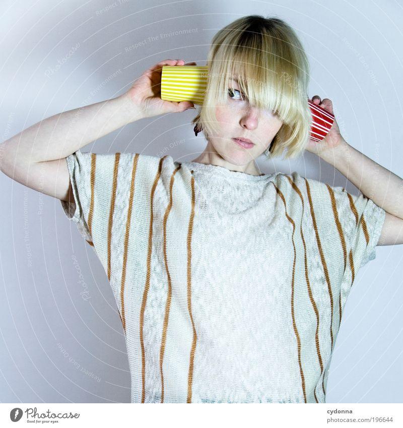 Ich höre Stimmen Lifestyle Stil Design Musik Mensch Frau Erwachsene 18-30 Jahre Jugendliche Bildung einzigartig Erwartung geheimnisvoll Idee Kommunizieren
