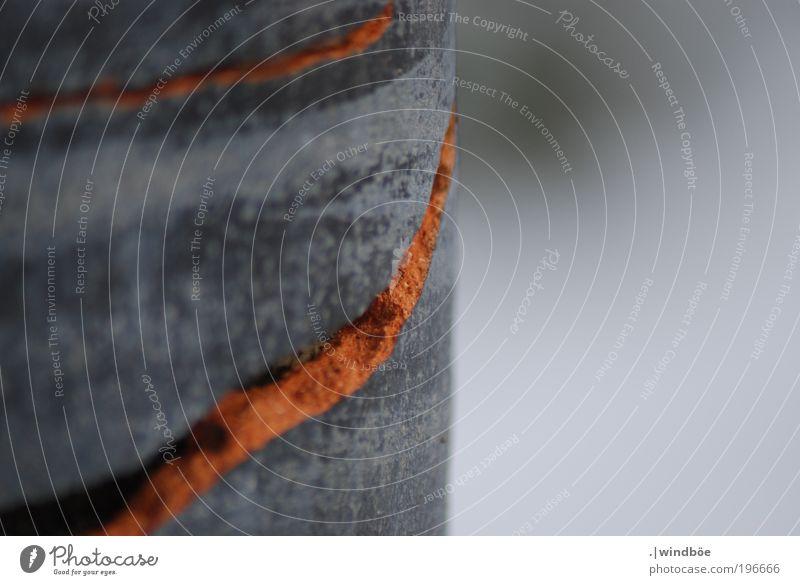 Aufgeplatzt alt rot Winter ruhig kalt grau Stein Linie Kunst Design trist Frost kaputt Vergänglichkeit fest Kurve