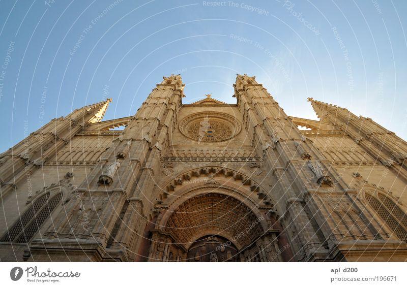 Kathedralisch Ferien & Urlaub & Reisen Tourismus Sommer Sommerurlaub Kunst Kultur Palma de Mallorca Haus Kirche Dom Sehenswürdigkeit stehen ästhetisch