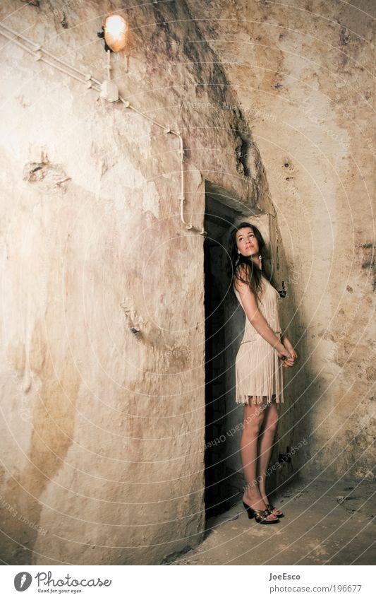 #196677 Lifestyle elegant Stil schön Renovieren einrichten Keller Nachtleben Mensch feminin Frau Erwachsene Leben Ruine Mauer Wand Mode Kleid Damenschuhe