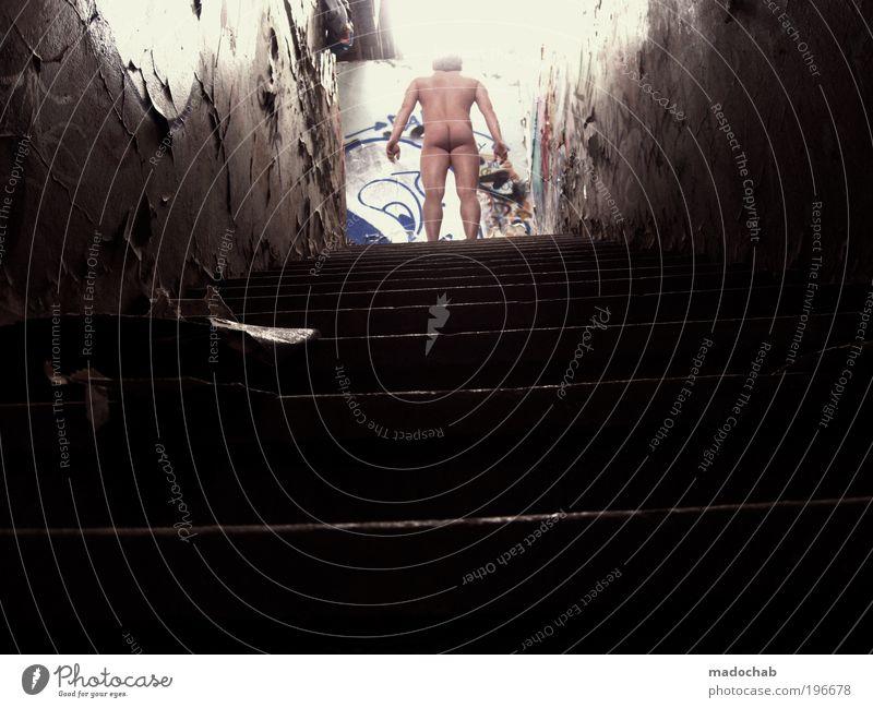 nackt Mann Erwachsene Einsamkeit dunkel kalt Wand Erotik nackt Religion & Glaube Mauer träumen Körper Kraft dreckig maskulin Armut