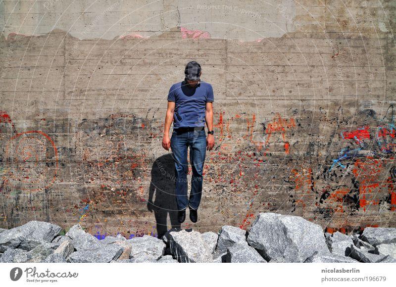 SOLD MY SOUL Mensch Mann Jugendliche Erwachsene Wand Gefühle Graffiti Stein träumen maskulin außergewöhnlich fallen Unendlichkeit 18-30 Jahre Glaube Schweben