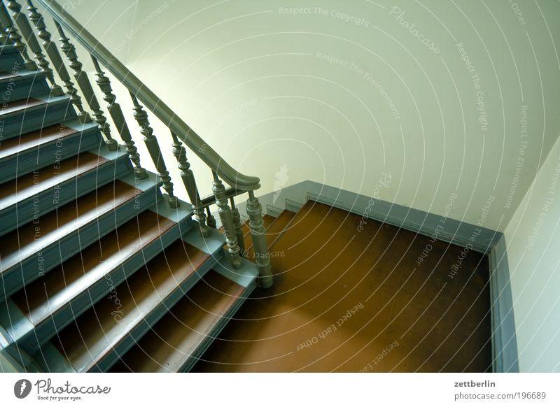 Treppe Haus Wand Gebäude Perspektive Ecke Niveau Häusliches Leben aufwärts Geländer Treppengeländer abwärts Treppenhaus Karriere Mieter Lebenslauf