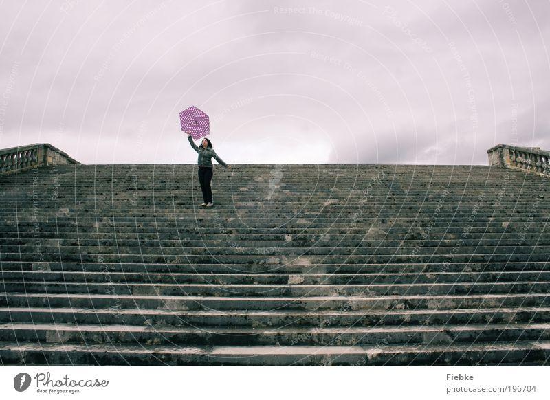 vers le ciel Himmel Ferien & Urlaub & Reisen Jugendliche Junge Frau Wolken Freude Ferne grau Freiheit Stein Stimmung Regen Treppe Fröhlichkeit laufen