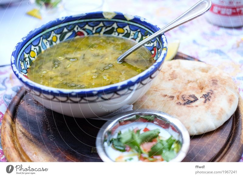 Soup of the day Joghurt Gemüse Brot Suppe Eintopf Kräuter & Gewürze Fladenbrot Ernährung Mittagessen Vegetarische Ernährung Slowfood Koscher Geschirr Teller