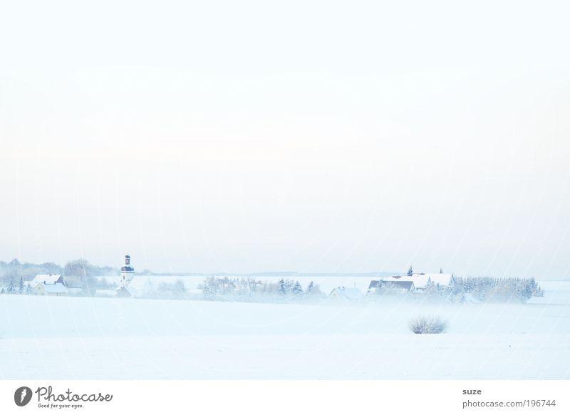 Kirche im Dorf Umwelt Natur Landschaft Urelemente Himmel Wolkenloser Himmel Horizont Winter Klima Schönes Wetter Nebel Eis Frost Schnee Haus außergewöhnlich