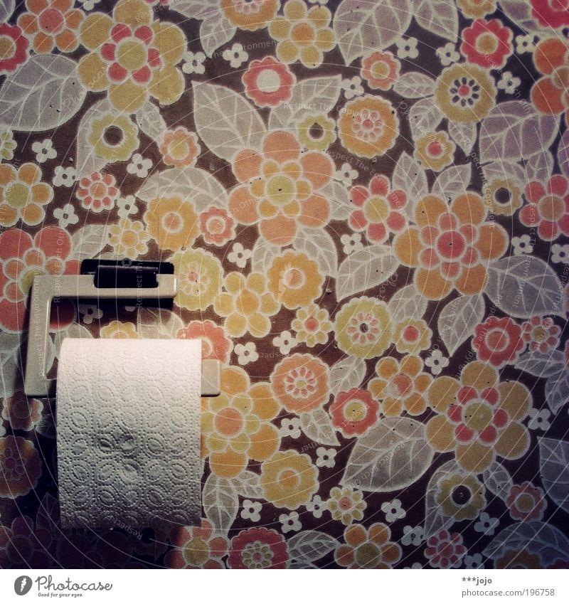 retro. alt Blume Pflanze Blatt Wand Bad Mensch Toilette Innenarchitektur Kot Tapete Vergangenheit Sechziger Jahre urinieren