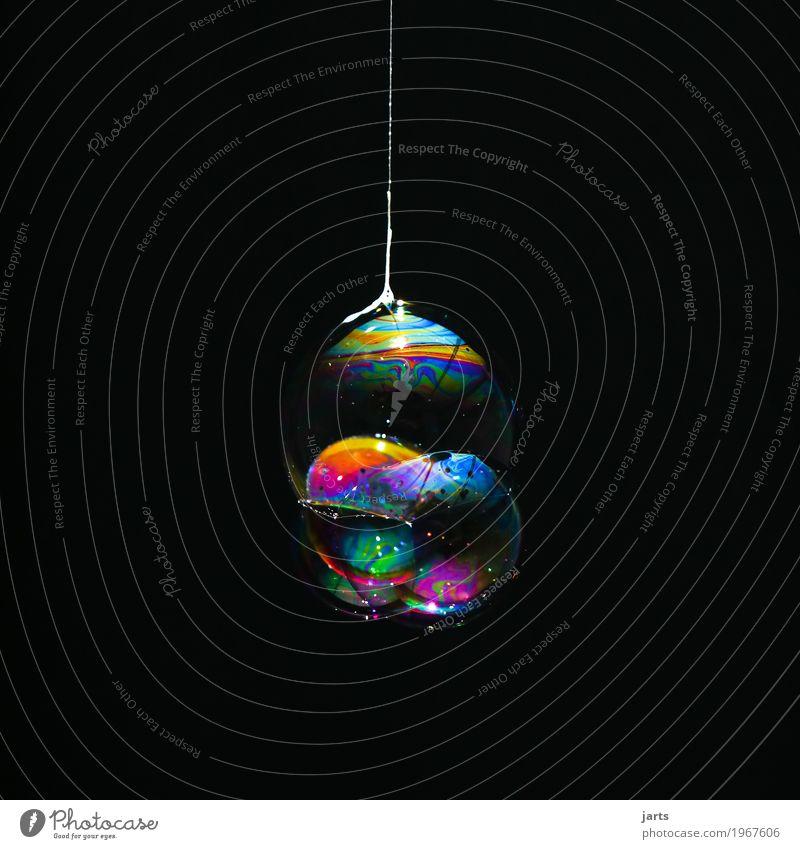 bubbles VI Wasser hängen fantastisch glänzend hell nass rund schön Farbe Seifenblase Schweben Nähgarn regenbogenfarben Farbfoto mehrfarbig Studioaufnahme