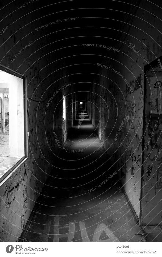 seelenzustand Einsamkeit Ferne dunkel Wand Fenster Mauer Graffiti Architektur Trauer Fabrik Ruine Flur Schwarzweißfoto Industrieanlage Zukunftsangst Platzangst