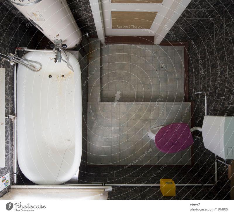 EinBad alt dunkel Wand oben Mauer Stimmung Raum Wohnung Perspektive Ordnung Bad einfach violett Dekoration & Verzierung Häusliches Leben einzigartig