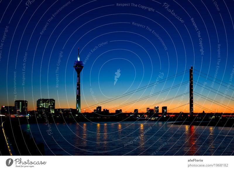 Düsseldorf skyline Sightseeing Wasser Himmel Wolkenloser Himmel Nachthimmel Flussufer Rhein Deutschland Europa Stadt Skyline Brücke Turm Sehenswürdigkeit