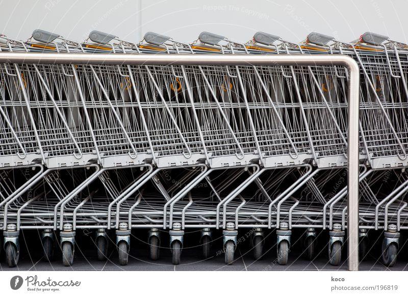 Parkplatz gelb Ernährung Metall warten Ordnung ästhetisch modern Technik & Technologie Güterverkehr & Logistik Stahl silber Wirtschaft verkaufen Handel Container