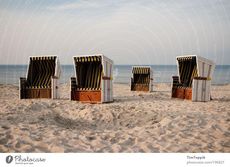 Körbe zu verteilen Meer Sommer Strand Ferien & Urlaub & Reisen Einsamkeit Erholung See Sand Küste leer Insel Stuhl Ostsee Nordsee Strandkorb Sommerurlaub