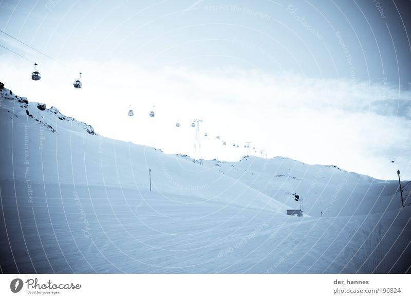 der weg ins licht Ferien & Urlaub & Reisen Winter Winterurlaub Berge u. Gebirge Skifahren Sportstätten Skipiste Gondellift Schnee Hügel Felsen Alpen Gipfel hell