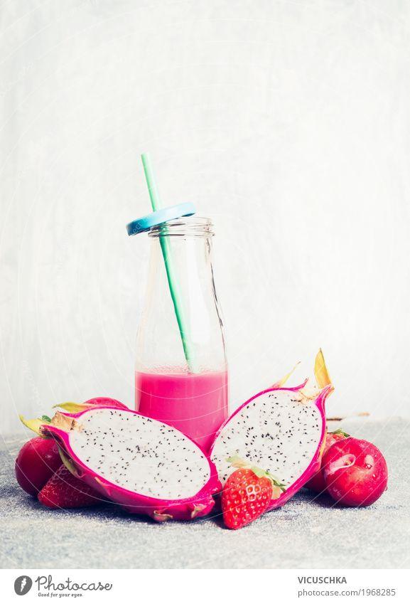 Rosa Smoothie in Flasche mit tropischen Früchten Frucht Bioprodukte Vegetarische Ernährung Diät Getränk Saft Geschirr Stil Design Gesundheit Gesunde Ernährung
