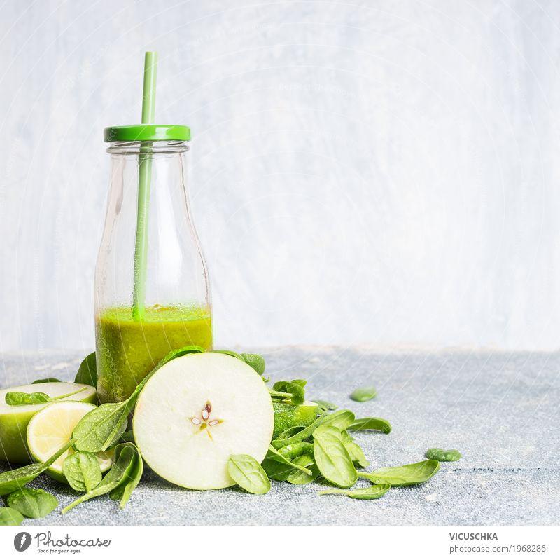 Grüner Smoothie in Flasche mit Apfel und Spinat Sommer grün Gesunde Ernährung Leben Gesundheit Stil Lebensmittel Design Frucht Tisch Fitness Getränk Gemüse