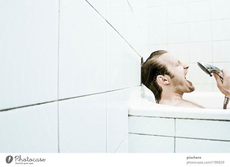 Rampensau Mann Freude Erwachsene Kopf lustig Musik blond maskulin verrückt Badewanne Freundlichkeit Fliesen u. Kacheln Bart schreien Körperpflege