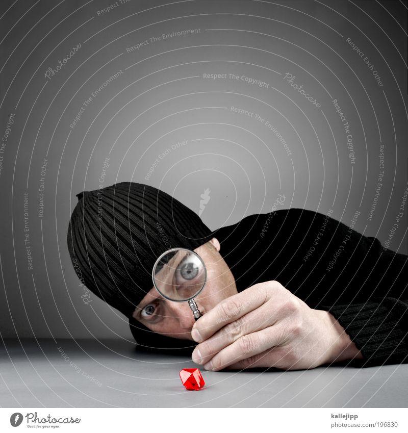 blood diamond Bildung lernen Mann Erwachsene Kopf Gesicht Auge Nase Hand Finger 1 Mensch 30-45 Jahre Pullover Mütze Lupe Blick Reichtum Wert Diamant Rubin rot