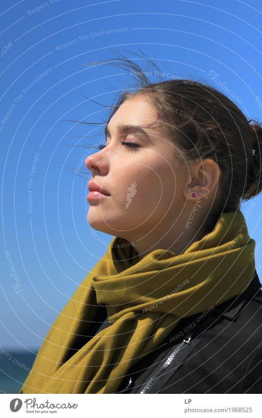 Profil einer jungen Frau mit geschlossenen Augen Mensch Jugendliche Junge Frau schön Erholung ruhig Erwachsene Leben Lifestyle feminin Stil Haare & Frisuren
