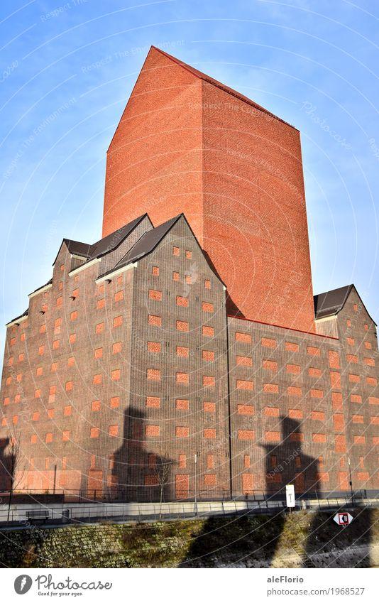Altbau Haus Hausbau Wolkenloser Himmel Duisburg Deutschland Europa Altstadt Industrieanlage Fabrik Mauer Wand Fassade alt blau braun orange rot Farbfoto