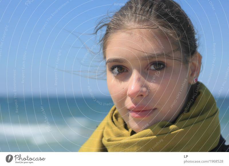 schönes Mädchen am Meer Mensch Frau Ferien & Urlaub & Reisen Jugendliche Junge Frau Freude Strand Gesicht Erwachsene Leben Lifestyle feminin Stil