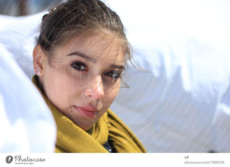M auf weißem Hintergrund Mensch Jugendliche Junge Frau schön Erholung ruhig Freude Gesicht Leben Lifestyle Liebe Gefühle feminin Stil Haare & Frisuren Design