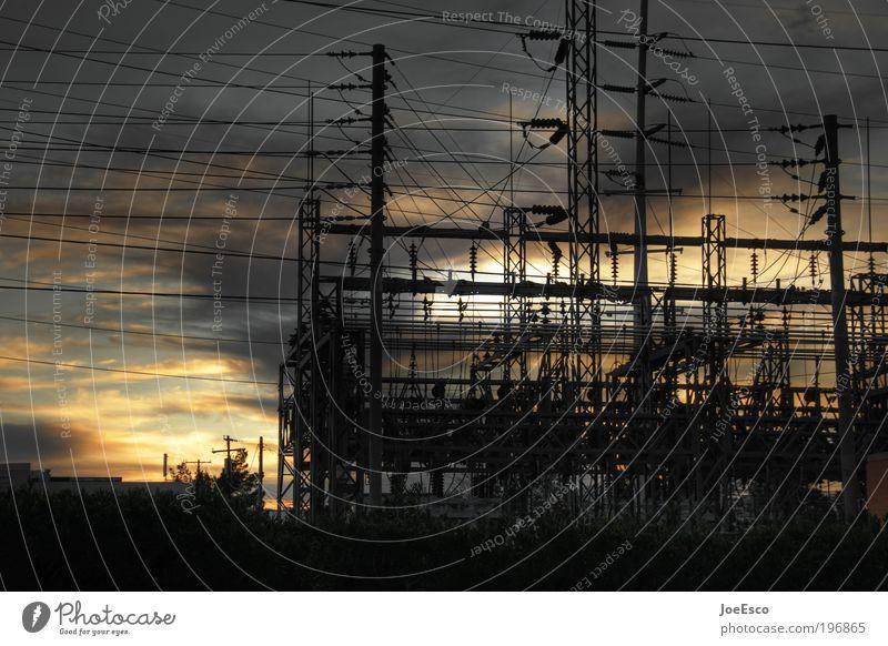 unter strom... Himmel schön dunkel Energiewirtschaft Elektrizität Perspektive Industrie Wandel & Veränderung bedrohlich Technik & Technologie Telekommunikation