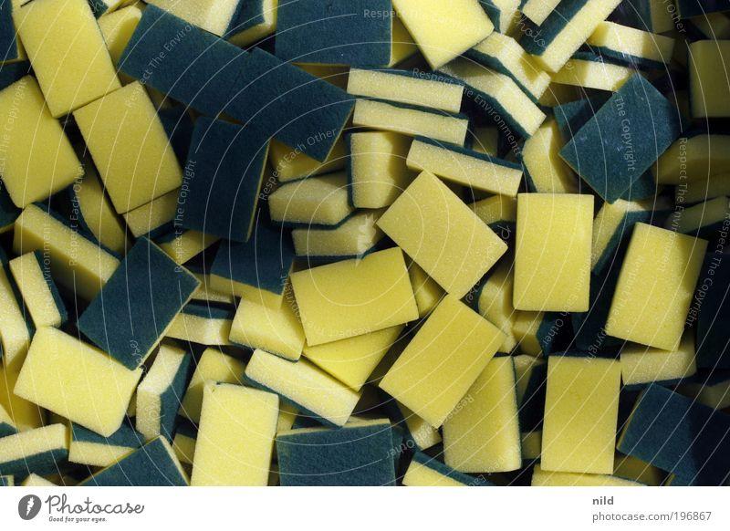 überschwämmung Häusliches Leben Wohnung Küche Geschirrspülen Spülschwamm Schwamm Reinigen Sauberkeit gelb grün Reinlichkeit Glitzi Spülmittel Farbfoto