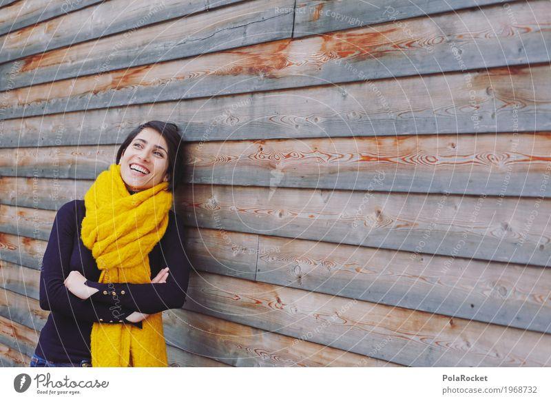 #A# in the moment Kunst ästhetisch Frau anlehnen lachen Lächeln Witz Denken Zukunft positiv offen Holzwand gelb Schal Pullover ruhig bewegungslos Gelassenheit