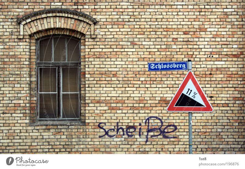 Gravitationsverlagerung! Moritzburg Haus Industrieanlage Bauwerk Gebäude Architektur Mauer Wand Fenster Sehenswürdigkeit Wahrzeichen Verkehr Personenverkehr