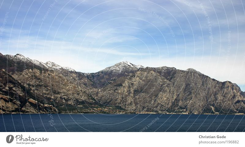 Der Berg schreit Himmel Natur Wasser Ferien & Urlaub & Reisen Wolken Schnee Berge u. Gebirge grau Küste Stein See Horizont Aussicht Italien Gipfel Seeufer