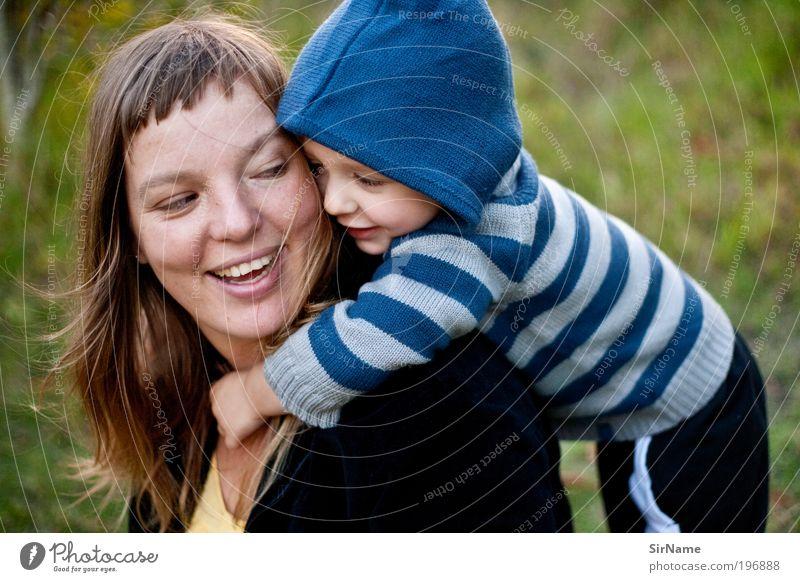124 [Ich hab dich sooooo lieb!] Freude Muttertag Kindererziehung Kleinkind Erwachsene Jugendliche Mensch 1-3 Jahre 30-45 Jahre berühren fangen festhalten