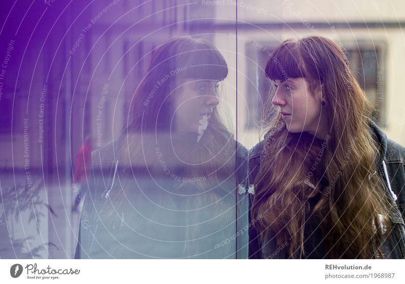 Carina | Spiegelbild Frau Mensch Jugendliche Junge Frau Stadt 18-30 Jahre Erwachsene Lifestyle Traurigkeit feminin Stil außergewöhnlich authentisch Platz
