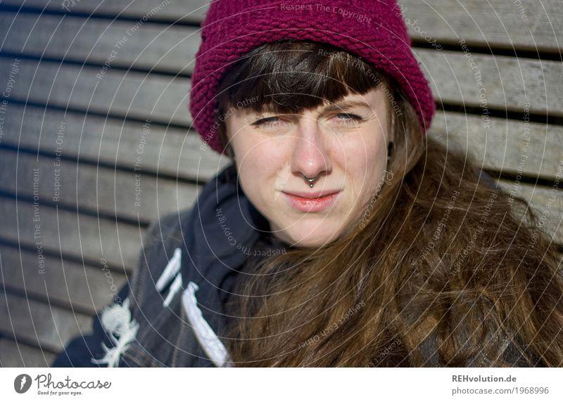 Carina | Mütze Frau Mensch Jugendliche Junge Frau Winter 18-30 Jahre Gesicht Erwachsene feminin Holz außergewöhnlich Haare & Frisuren Lächeln authentisch