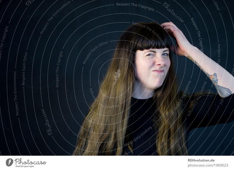 Carina | hmmm Mensch feminin Junge Frau Jugendliche Erwachsene 1 18-30 Jahre Tattoo Piercing Haare & Frisuren brünett langhaarig Pony Denken Kommunizieren