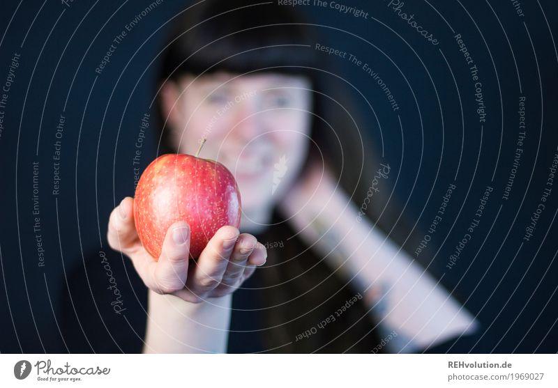 Carina | Apfel Mensch Jugendliche Junge Frau Gesunde Ernährung Hand rot 18-30 Jahre schwarz Erwachsene Gesundheit feminin Glück Gesundheitswesen Lebensmittel