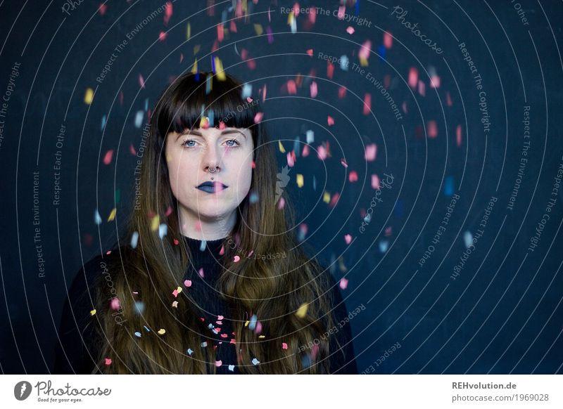 Carina | Konfetti Mensch Frau Jugendliche Junge Frau schön dunkel 18-30 Jahre Gesicht Erwachsene feminin Stil außergewöhnlich Haare & Frisuren fliegen Design