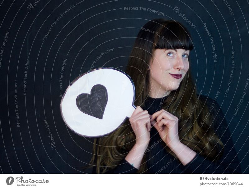 Carina | verliebt Stil schön Lippenstift Mensch feminin Junge Frau Jugendliche Gesicht 1 18-30 Jahre Erwachsene Piercing Haare & Frisuren brünett langhaarig