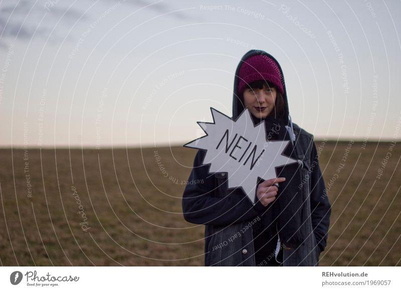 Carina | Nein Mensch Frau Himmel Natur Jugendliche Junge Frau Landschaft Einsamkeit 18-30 Jahre Erwachsene Umwelt kalt Wiese feminin Stil außergewöhnlich