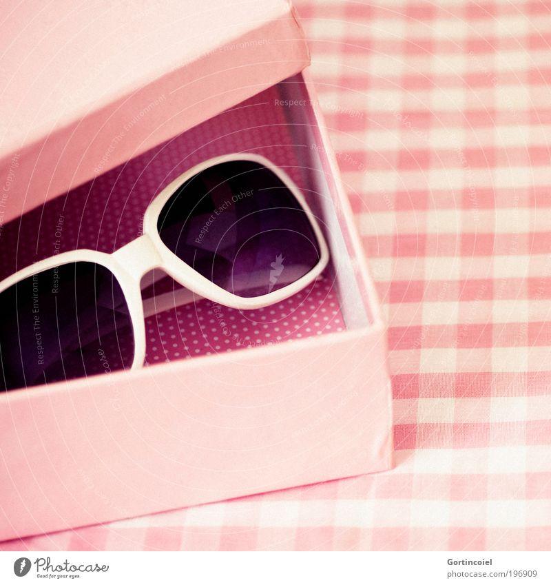 Rosa schön rot Sommer Farbe feminin rosa Design Dekoration & Verzierung Ecke retro Brille Rock `n` Roll Kitsch Punkt Kiste Sonnenbrille